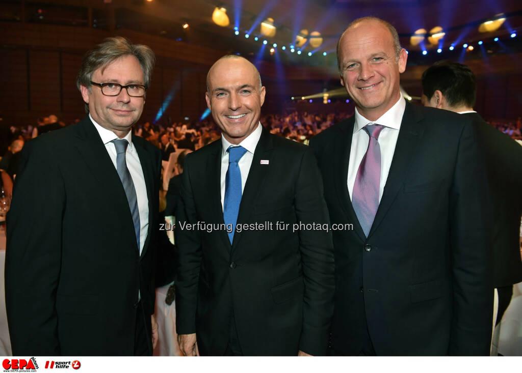 Alexander Wrabetz (ORF), Minister Gerald Klug und Herwig Straka (Emotion). Photo: GEPA pictures/ Michael Riedler, ©  Gepa pictures/ Michael Riedler (31.10.2014)