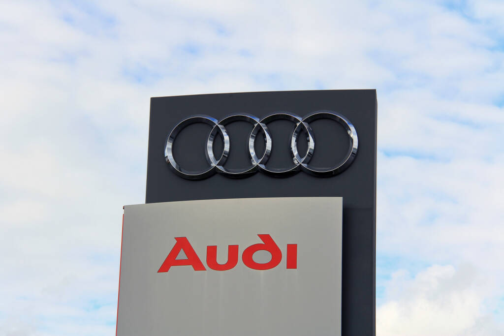 Audi, vier Ringe <a href=http://www.shutterstock.com/gallery-576805p1.html?cr=00&pl=edit-00>Taina Sohlman</a> / <a href=http://www.shutterstock.com/editorial?cr=00&pl=edit-00>Shutterstock.com</a>, © www.shutterstock.com (31.10.2014)