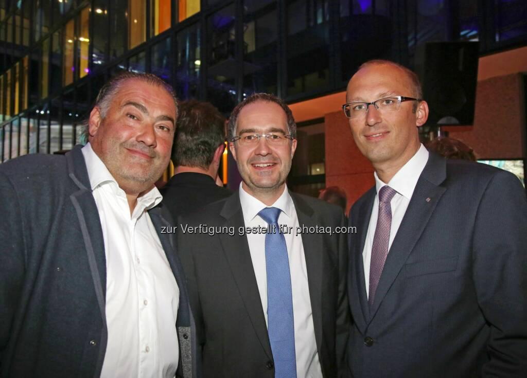 Hans Reisetbauer (Meisterbrenner), Gerald Hackl (Vivatis-Vorstandsvorsitzender), Reinhard Schwendtbauer (Vorstand RLB OÖ) (Bild: RLB OÖ/Strobl) (01.11.2014)