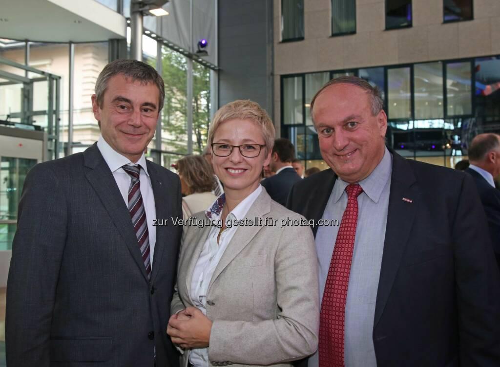 Heinrich Schaller (Generaldirektor RLB OÖ), Doris Hummer (Landesrat), Rudolf Trauner (WKOÖ-Präsident) (Bild: RLB OÖ/Strobl) (01.11.2014)