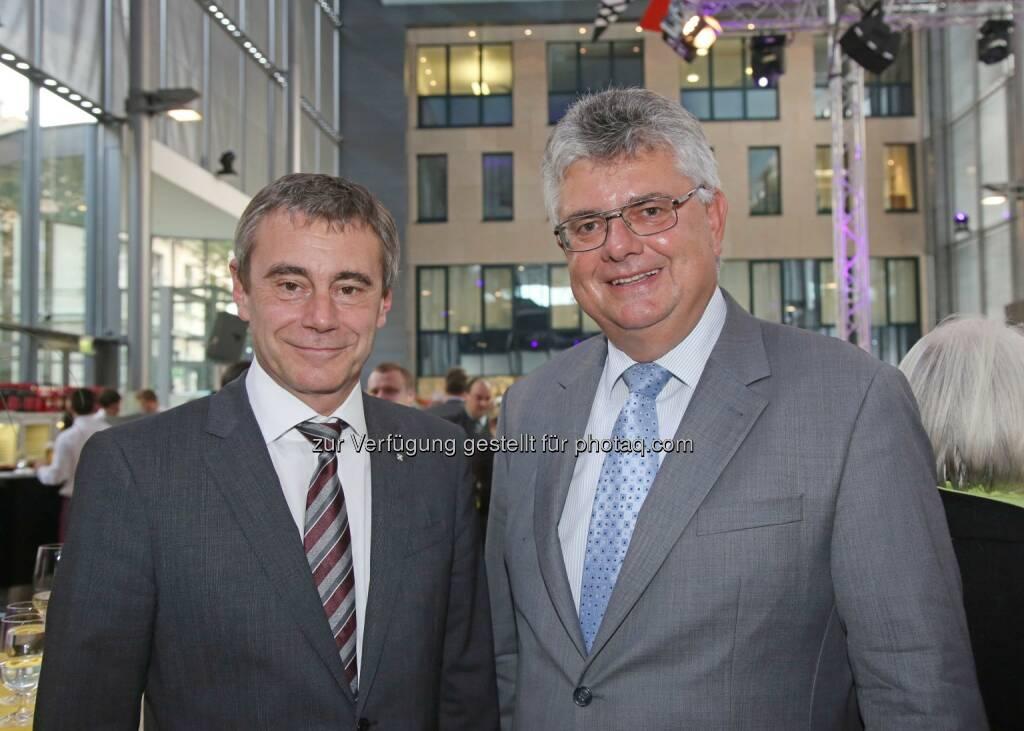 Heinrich Schaller (Generaldirektor RLB OÖ), Josef Kinast (Siemens-Vorstand der Niederlassung Linz) (Bild: RLB OÖ/Strobl) (01.11.2014)