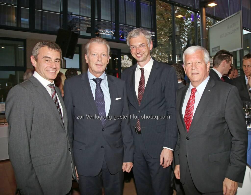 Heinrich Schaller (Generaldirektor RLB OÖ), Vizekanzler Reinhold Mitterlehner, Michael Strugl (Landesrat), Jakob Auer (Aufsichtsratspräsident RLB OÖ) (Bild: RLB OÖ/Strobl) (01.11.2014)