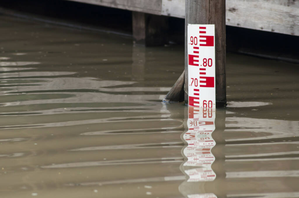 high water mark, Hochwasser, Wasserstand, Pegel, Wasser, http://www.shutterstock.com/de/pic-122267140/stock-photo-water-level-meter-at-high-level.html, © www.shutterstock.com (19.06.2018)