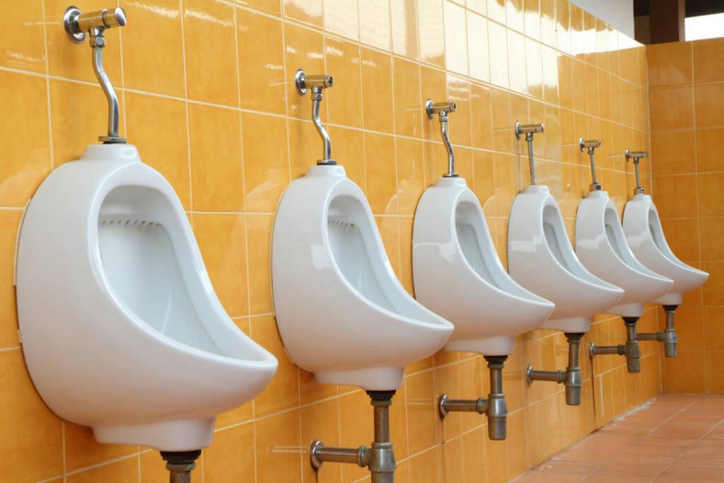 Pissoir, Klo, schlecht, vergessen, http://www.shutterstock.com/de/pic-97147406/stock-photo-white-porcelain-urinals-in-public-toilets.html, © www.shutterstock.com (01.11.2014)