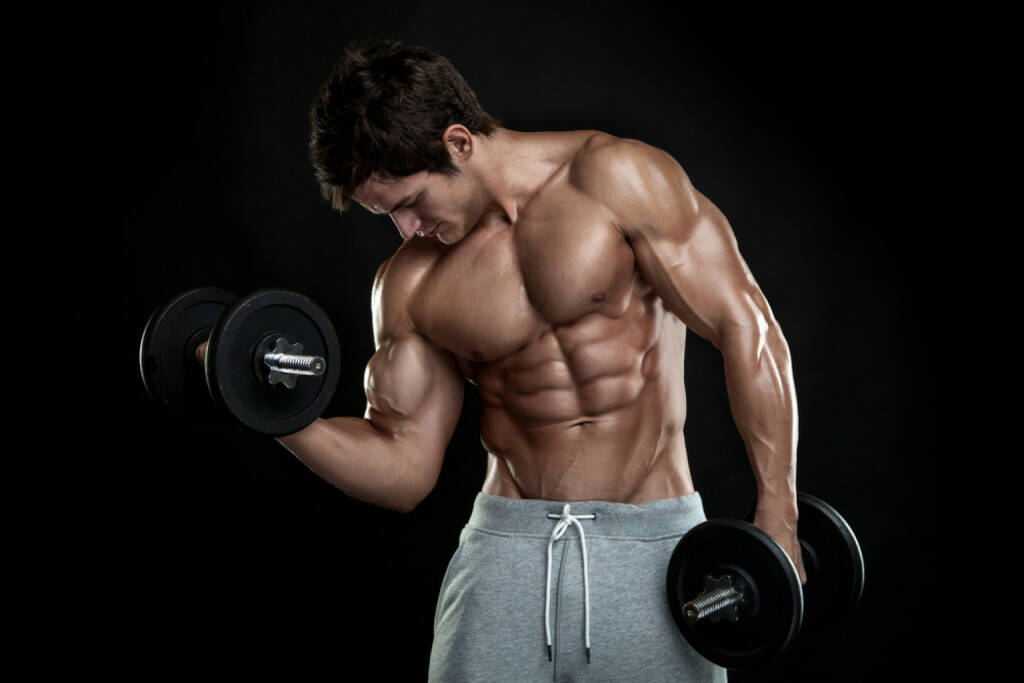 Männer, Bodybuilder, Muskeln, Sport, Kraft, stark, Stärke, Power, http://www.shutterstock.com/de/pic-179500097/stock-photo-muscular-bodybuilder-guy-doing-exercises-with-dumbbells-over-black-background.html, © www.shutterstock.com (01.11.2014)