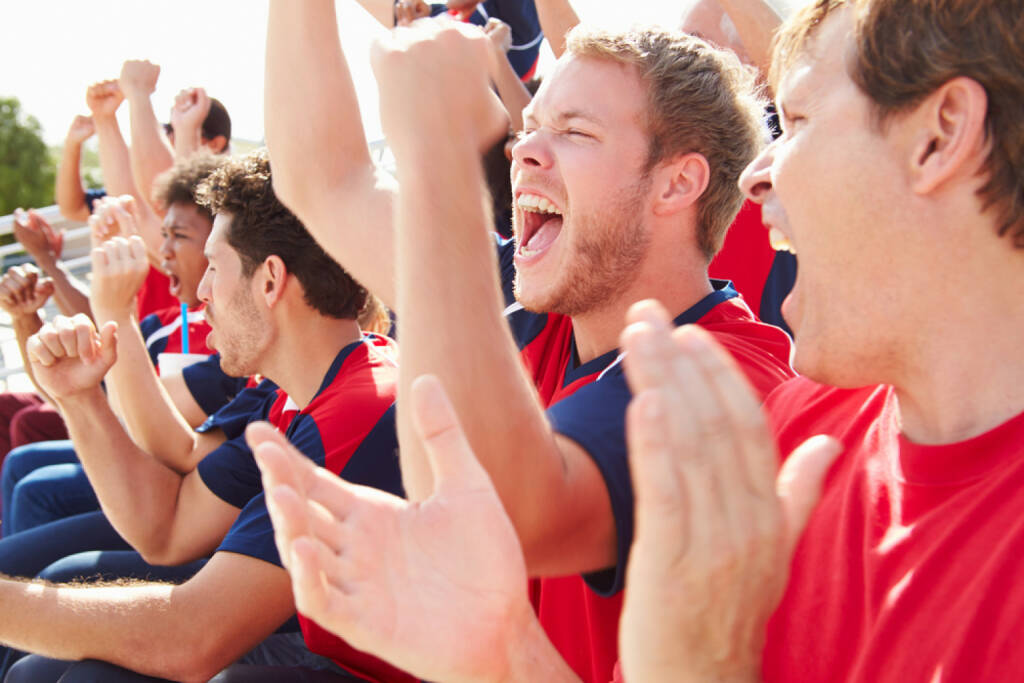 Männer, Jubel, yes, Applaus, Zuschauer, http://www.shutterstock.com/de/pic-190429997/stock-photo-spectators-in-team-colors-watching-sports-event.html, © www.shutterstock.com (01.11.2014)