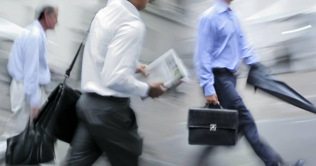 rush hour, Männer, Aktentasche, hetzen, Arbeitsweg, Business, http://www.shutterstock.com/de/pic-158679806/stock-photo-business-people-at-rush-hour-walking-in-the-street-in-the-style-of-motion-blur.html?, © www.shutterstock.com (01.11.2014)