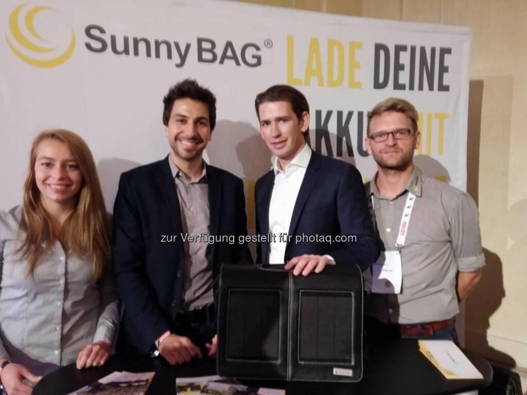 SunnyBag mit Kurz-Besuch: v.li. n.r. Teresa Schimek, Stefan Ponsold, Sebastian Kurz, Thomas Maier (beigestellt) (03.11.2014)