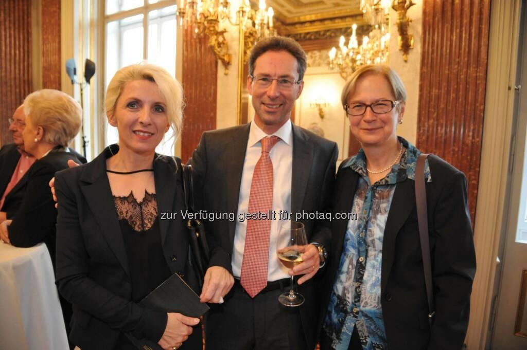 Petra Hauser (Wiener Privatbank), Helmut Hardt (Vorstand Wiener Privatbank), Brigitte Ludwig (PGO Beratung) (c) Auer Helga , © Aussender (04.11.2014)