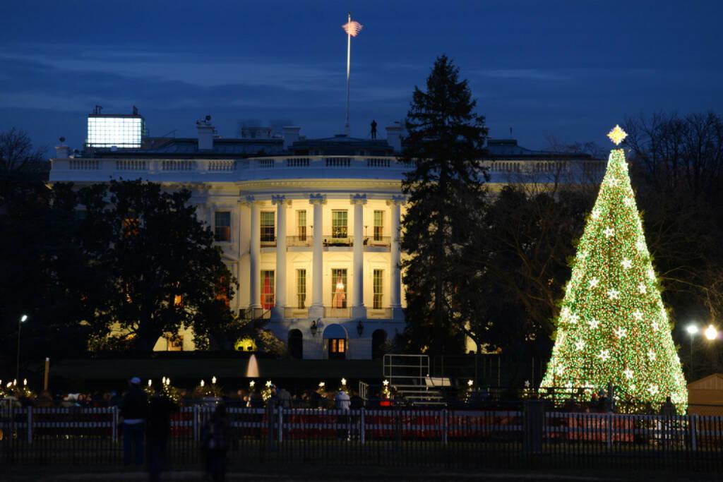 Weihnachten, USA; Washington, Weisses Haus, Christbaum, Weihnachtsbaum, Beleuchtung, http://www.shutterstock.com/de/pic-152126825/stock-photo-the-white-house-in-christmas-washington-dc-united-states.html, © www.shutterstock.com (05.11.2014)