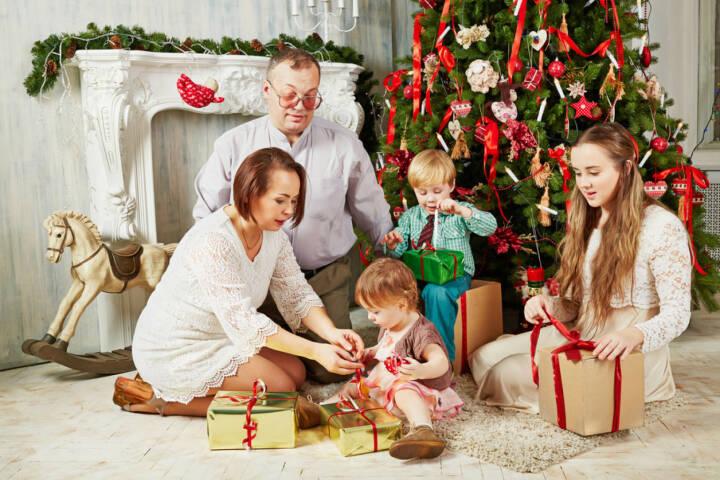 weihnachten usa bescherung geschenke heiliger abend. Black Bedroom Furniture Sets. Home Design Ideas