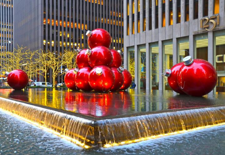 weihnachten new york city usa christbaumkugeln brunnen. Black Bedroom Furniture Sets. Home Design Ideas