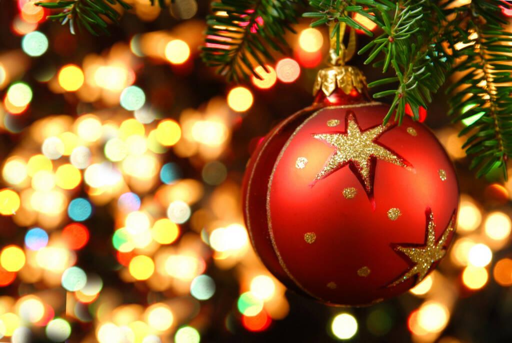 Weihnachten, Christbaumkugel, http://www.shutterstock.com/de/pic-154974956/stock-photo-christmas-ornaments-on-the-christmas-tree.html, © www.shutterstock.com (05.11.2014)