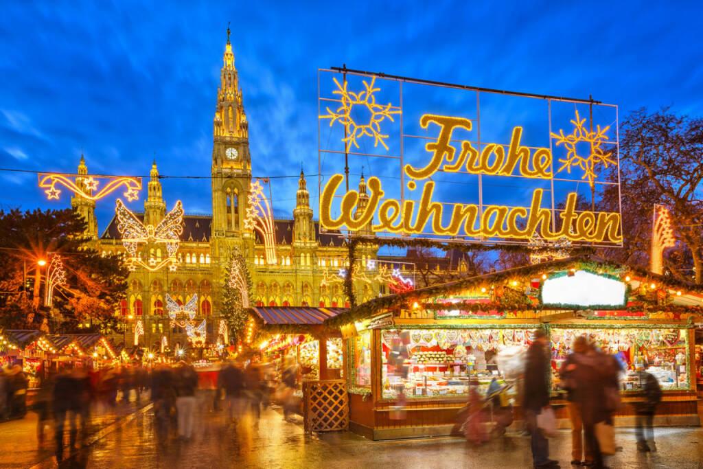 Weihnachten, Weihnachtsmarkt, Adventmarkt, http://www.shutterstock.com/de/pic-161744594/stock-photo-traditional-christmas-market-in-vienna-austria.html, © www.shutterstock.com (05.11.2014)