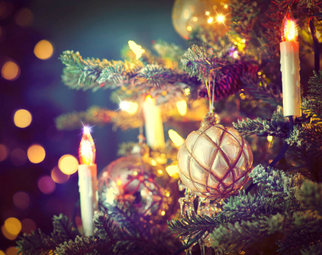 Christbaum, Weihnachten, Weihnachtsbaum, Kerzen, http://www.shutterstock.com/de/pic-165318218/stock-photo-christmas-tree-decorated-with-baubles-garlands-and-candles-retro-style-vintage-styled.html, © www.shutterstock.com (05.11.2014)