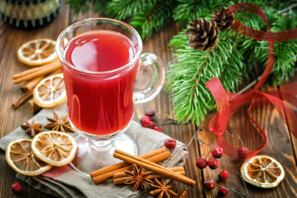 Weihnachten, Punsch, Getränk, http://www.shutterstock.com/de/pic-222912352/stock-photo-christmas-punch-with-cinnamon-and-anise.html, © www.shutterstock.com (05.11.2014)