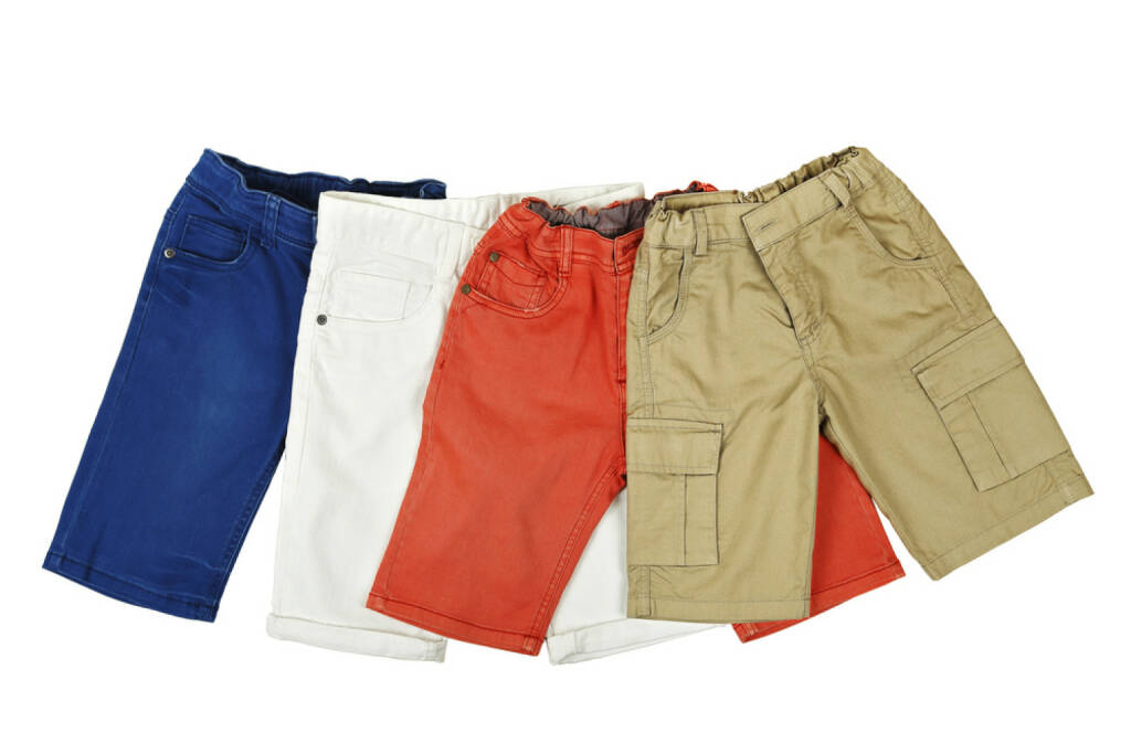 Shorts, Hosen, http://www.shutterstock.com/de/pic-203120593/stock-photo-four-pairs-of-colorful-shorts-on-white.html, © www.shutterstock.com (25.03.2017)