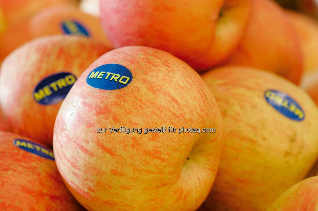 Metro begeht den Tag des Apfels - am 14.11. bekommt jeder Kunde einen Apfel geschenkt - 3,5 Tonnen Äpfel werden für diese Aktion gekauft - Metro unterstützt damit die heimischen Bauern (Bild: Metro), © Aussender (06.11.2014)