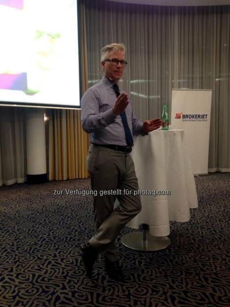 Wallstreet-Experte Markus Koch war am 28.10.2014 Gast von Brokerjet und sprach in seinem Vortrag über aktuelle Markt-Trends.  Source: http://twitter.com/brokerjet (07.11.2014)