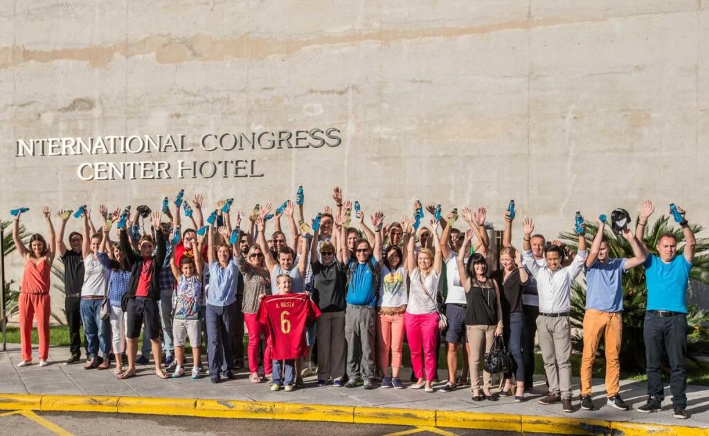 Mit Powerrade zu Andrés Iniesta: Fußballfans aus Vorarlberg, Salzburg und Wien reisten nach Barcelona zum Superstar, Credit: Coca-Cola/Speedlight-Schreiner), yes, © Aussendung (07.11.2014)