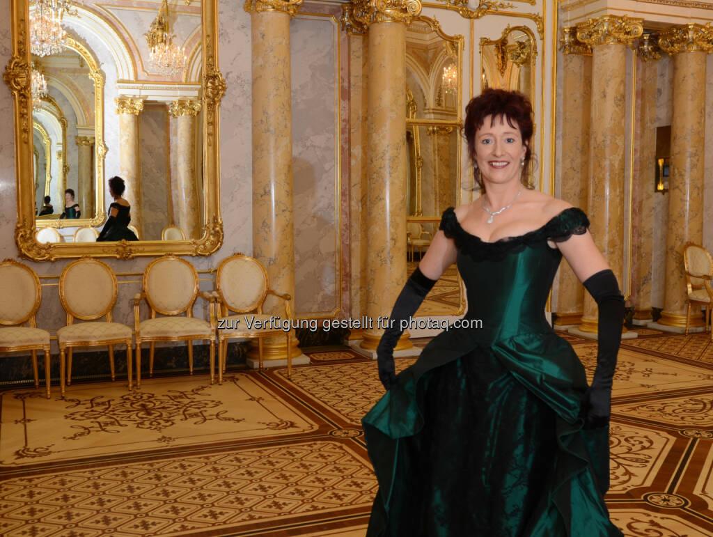 Ulrike Schweikert: Verlagsbüro Karl Schwarzer GmbH: Einmal Prinzessin sein! Deutsche Bestsellerautorin präsentierte im Palais Coburg, © Aussendung (10.11.2014)