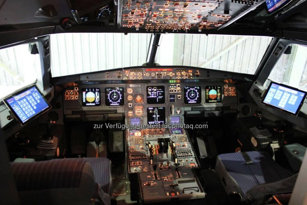Austrian Airlines stattet Piloten mit Surface Pro 3 Tablets von Microsoft aus, Cockpit, © Aussender (12.11.2014)