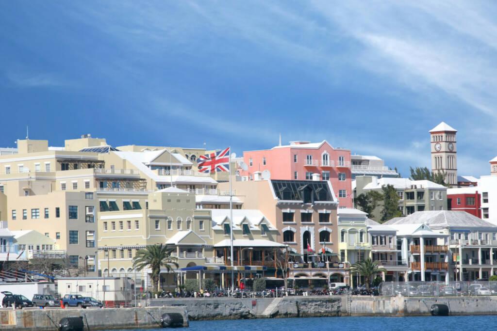 Bermudas, Hamilton, http://www.shutterstock.com/de/pic-17077726/stock-photo-a-view-of-the-busy-waterfront-of-downtown-hamilton-bermuda.html, © (www.shutterstock.com) (12.11.2014)
