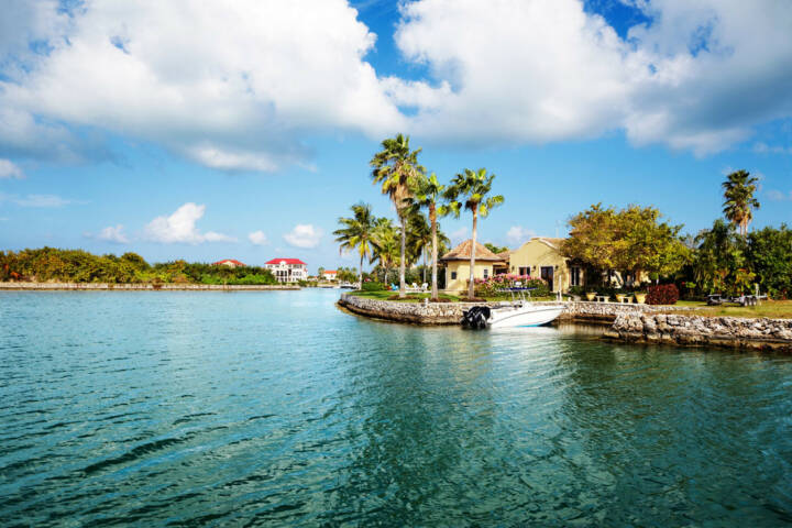 Cayman Islands, Meer, Palmen, http://www.shutterstock.com/de/pic-77609683/stock-photo-waterfront-homes-on-grand-cayman.html