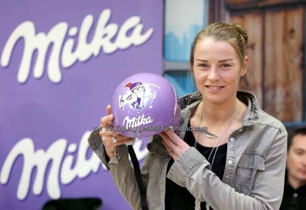 Tina Maze, Milka-Helm http://www.voestalpine.com/wmblog/2013/02/05/zu-besuch-bei-den-milka-ski-girls-und-ihren-glucksbringern/#.UREeuI7aK_Q, &copy; <a href=