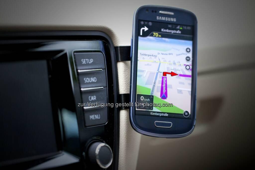 Ulrike Unterlechner EasyMount: Universelle KFZ-Halterung für Smartphones, © Aussendung (17.11.2014)