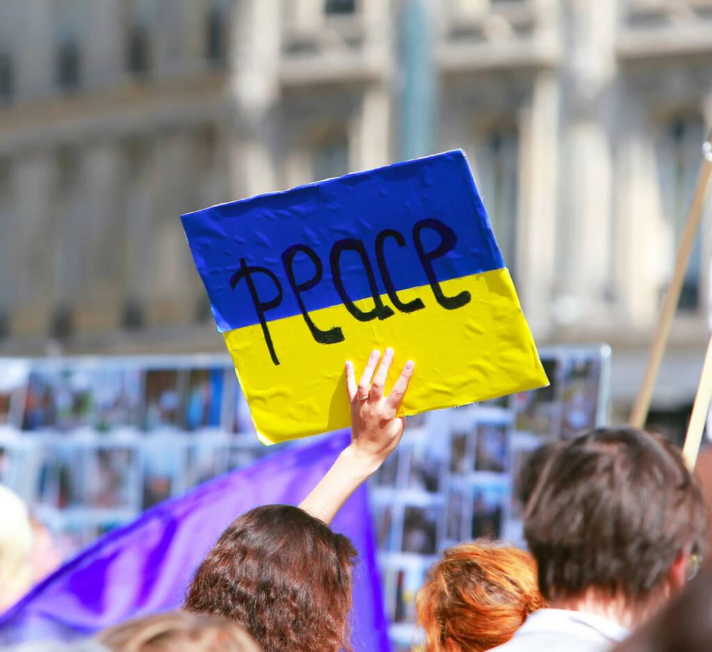 peace, Friede, Ukraine, http://www.shutterstock.com/de/pic-210241717/stock-photo-peace-sign-on-the-ukrainian-flag-in-protest-manifestation-against-war-in-ukraine.html, © www.shutterstock.com (17.11.2014)