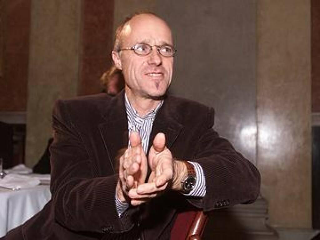 Toni Innauer beim Applaudiervorgang (17.11.2014)