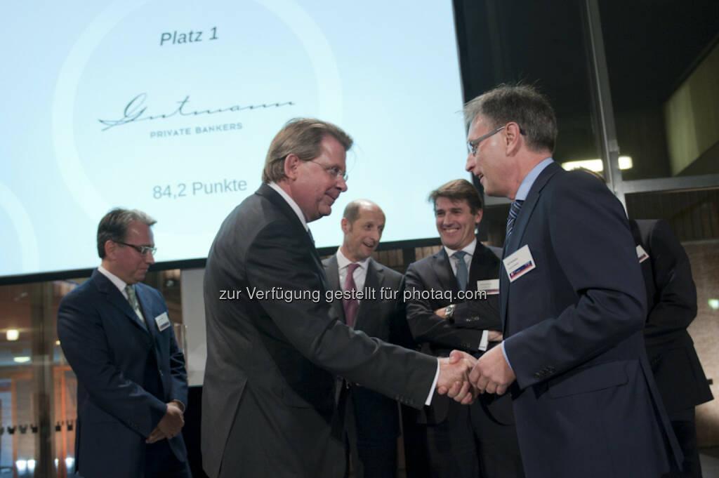 Matthias Albert, Partner und Mitglied des Vorstandes, Bank Gutmann AG (links) Ralf Vielhaber, Chefredakteur Fuchsbriefe (rechts): Gutmann KAG: Die besten Vermögensmanager 2015: Gesamtsieg für Bank Gutmann, © Aussendung (18.11.2014)