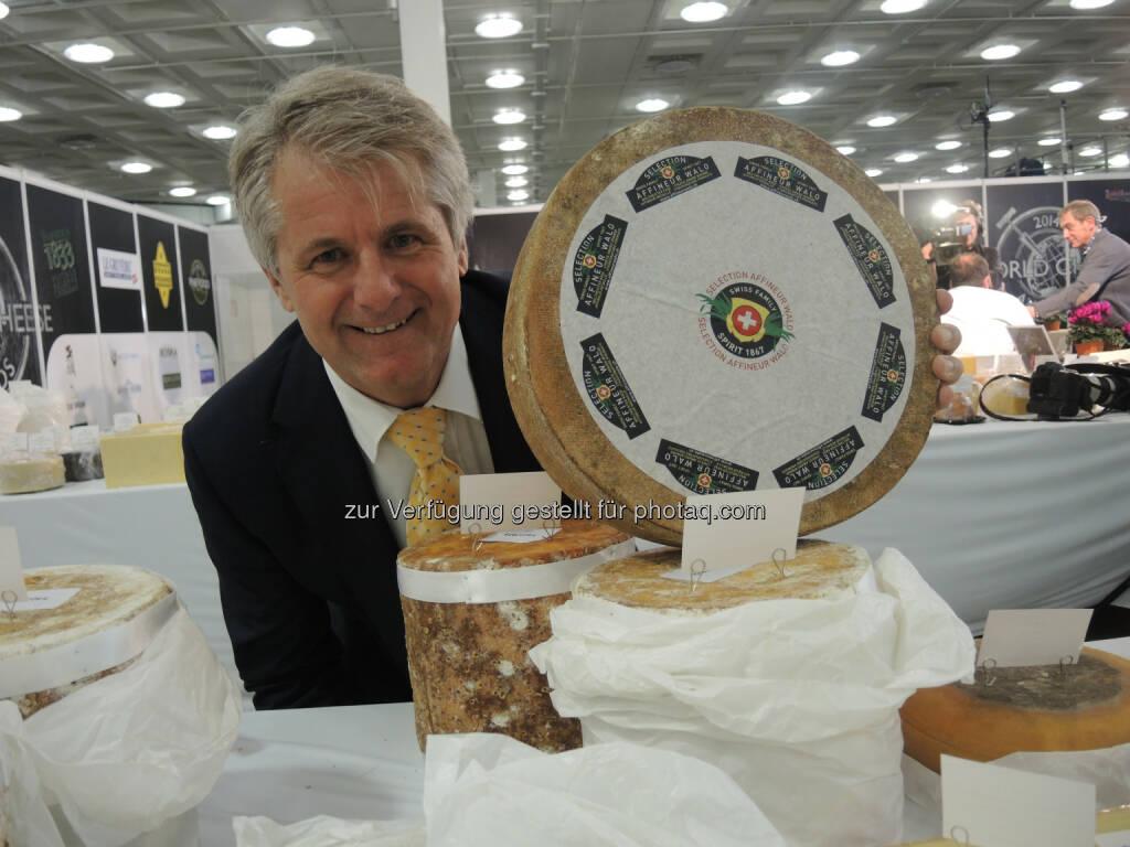 Affineur Walo von Mühlenen - Der Schweizer Affineur Walo von Mühlenen ist erneut einer der erfolgreichsten Teilnehmer am World Cheese Award 2014 mit insgesamt 9 Auszeichnungen, Käse, Sieger (Bild: Kate Webb, Affineur Walo von Mühlenen), © Aussendung (19.11.2014)