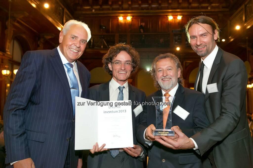Friedrich Rödler (Präsident des Österreichischen Patentamtes) mit den Siegern für das Patent des Jahres 2013 - And the Inventum goes to Kielsteg! (Bild: Österreichisches Patentamt/APA-Fotoservice/Schedl), © Aussendung (19.11.2014)