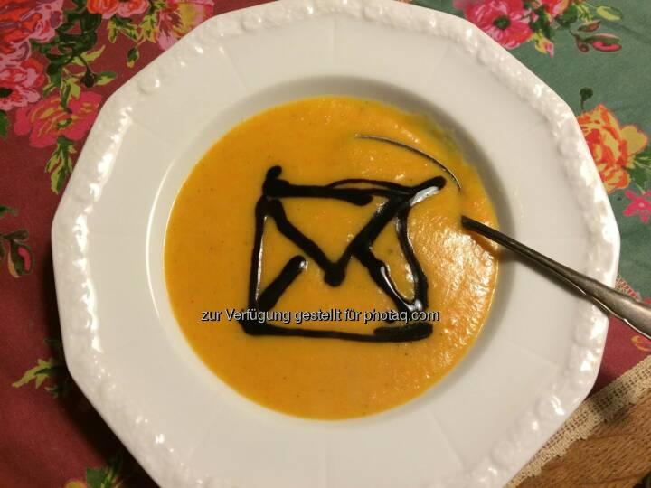 """Deutsche Post: Passend zum """"Tag der gelben Suppe"""" haben wir die Kochlöffel geschwungen. Jetzt lassen wir uns das Ergebnis schmecken. :-)  Source: http://facebook.com/deutschepost"""