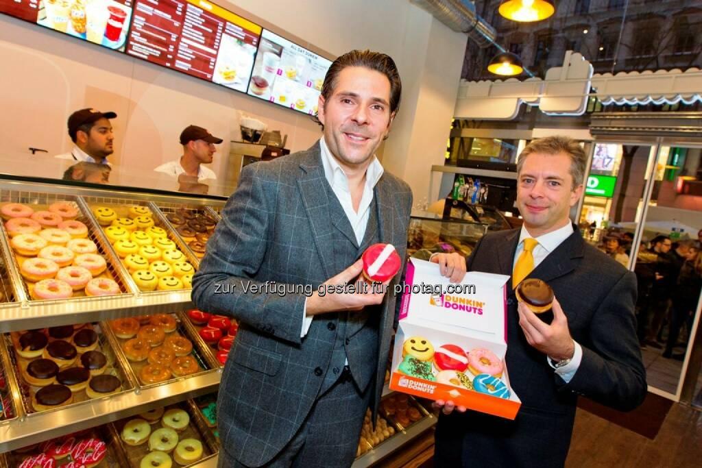 Patrick Marchl (Franchisenehmer), Carlos Vidal (Vice President Europe Dunkin' Donuts) (20.11.2014)