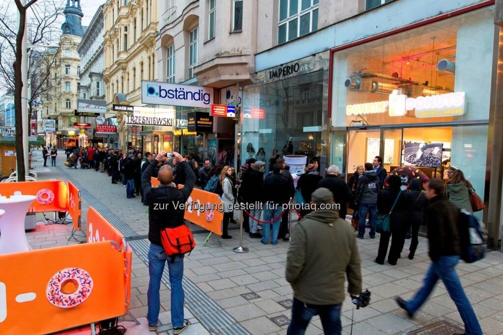 Schlange vor dem Geschäft (20.11.2014)