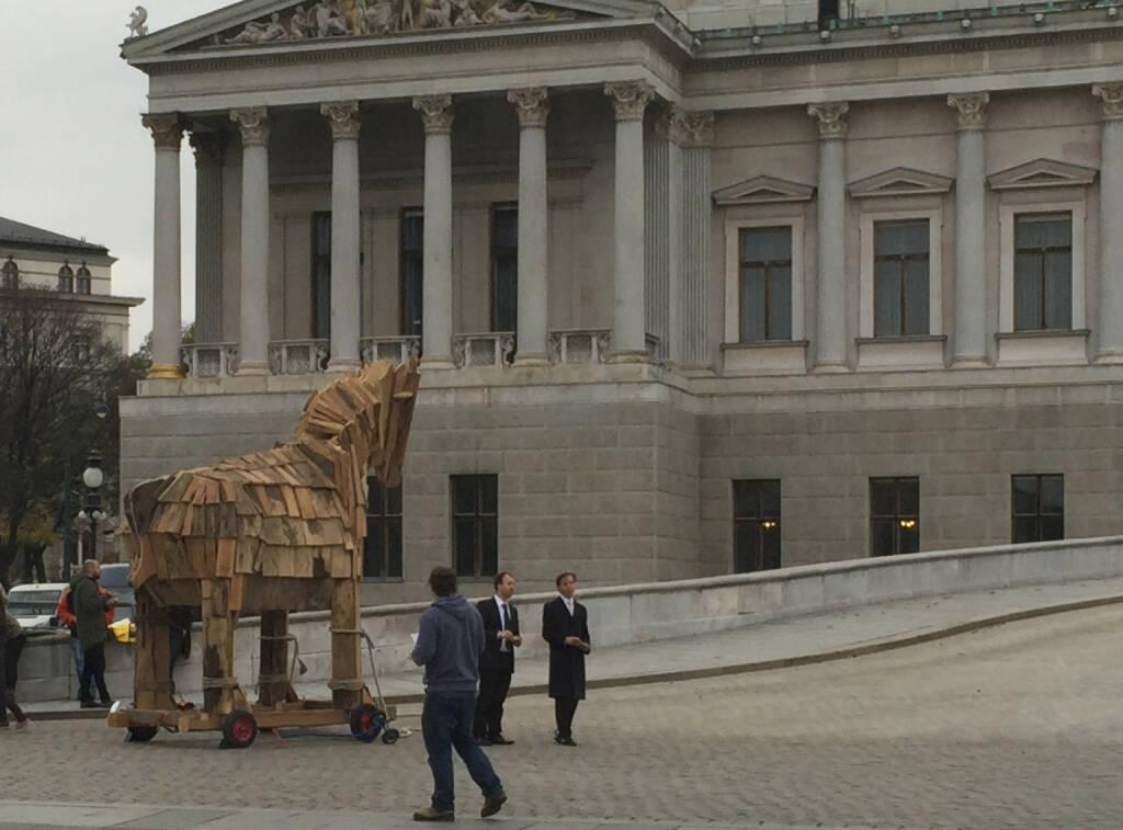 Trojanisches Pferd vor dem Parlament, Trojaner (22.11.2014)