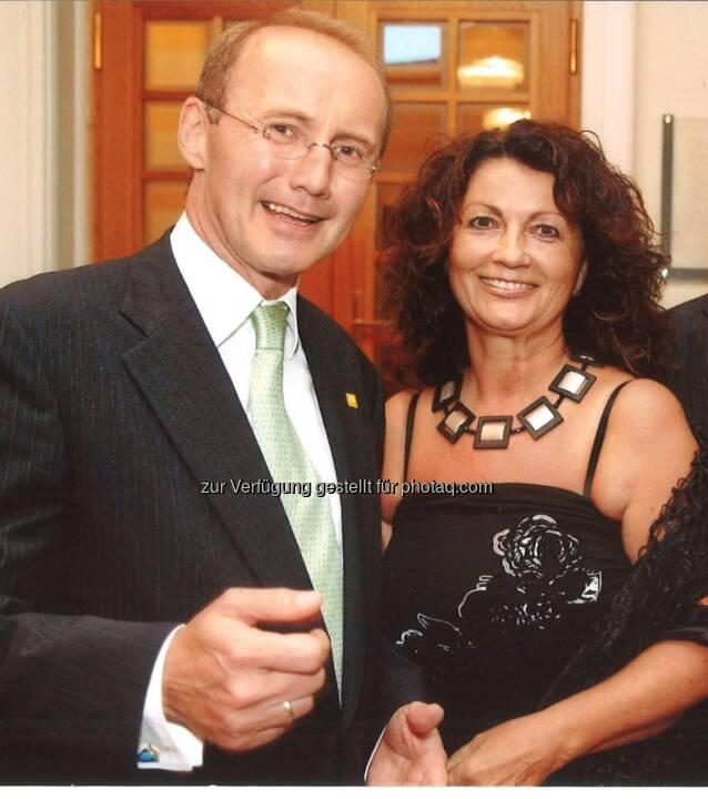Hilfswerk: Hilfswerk-Präsident Othmar Karas gratuliert Elisabeth Scheucher zur Goldenen Medaille der Stadt Klagenfurt