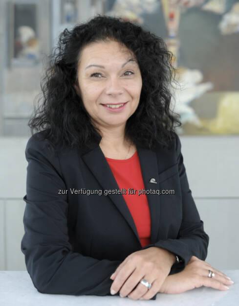 """Neu im Vorstand der Uniqa FinanceLife: Petra Schausz, 49, ist seit 2001 bei UNIQA beschäftigt. Die geprüfte Bilanzbuchhalterin hat sich bei """"FinanceLife"""" schon bisher um Bilanzierung, Budgetplanung, Fondsverwaltung oder Qualitätsmanagement gekümmert. Die gebürtige Oberösterreicherin hat privat großes Interesse an der Kultur in Südafrika und auch schon zahlreiche Reisen dorthin unternommen (c) Uniqa Aussendung (07.02.2013)"""