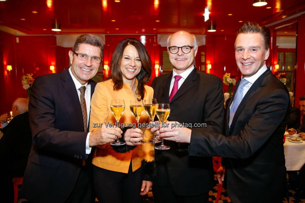 Generaldirektor Karl Stoss mit Vera Russwurm, Eduard Kranebitter (li) und Michael Manzenreiter - Casinos Austria lud zur Restauranteröffnung (Bild: Christian Husar), © Aussendung (25.11.2014)