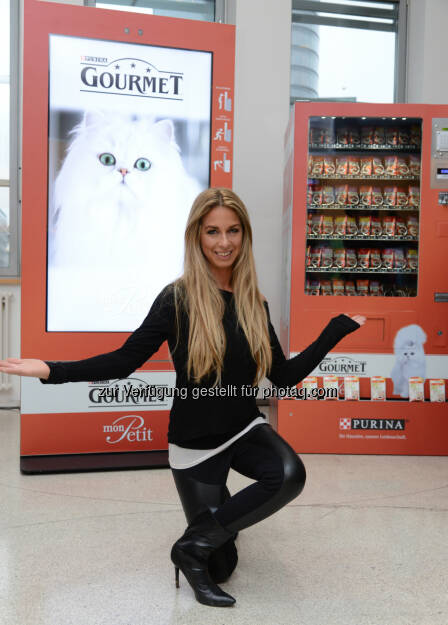 Yvonne Rueff: Purina PetCare Austria: Weltweit erster Gourmet Feinschmecker-Automat für Katzen, © Aussender (25.11.2014)