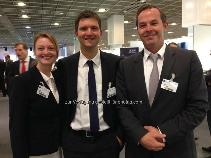 Cancom: Schöne Grüße von der Deutschen Börse in Frankfurt. Beate Rosenfeld, Thomas Stark und Markus Saller stellen sich den hartnäckigen Fragen interessierter Investoren.  Source: http://facebook.com/CANCOM