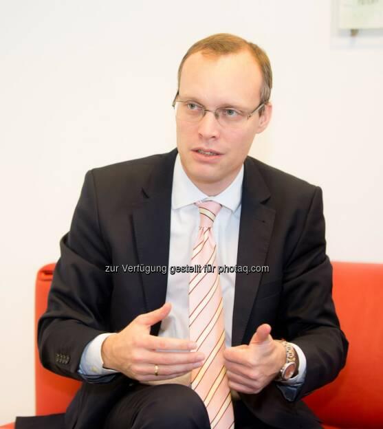 Alexander Biach: Wirtschaftsbund Wien: Wirtschaftsbund Wien präsentiert neuen Wirtschaftsreport: Weltstadt Wien!?? bei uns ticken die Uhren (noch) anders, © Aussender (27.11.2014)