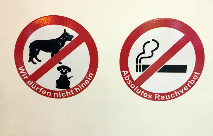 Verbot Wir dürfen nicht hinein Absolutes Rauchverbot