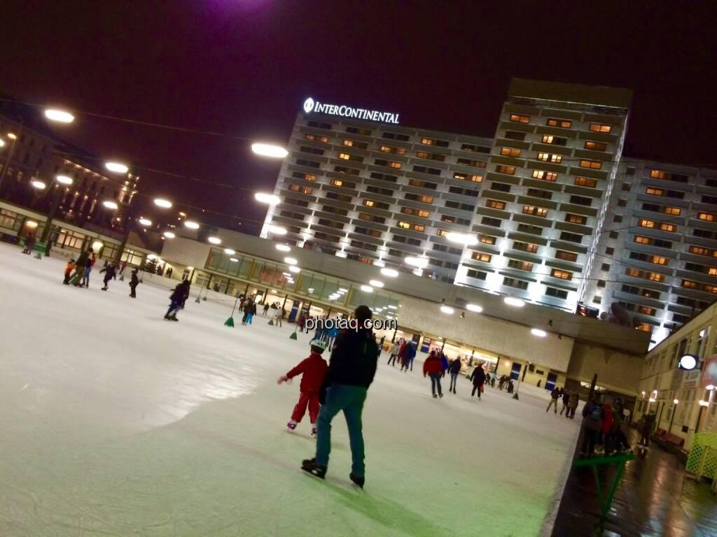 Eislaufen, Eislaufplatz, Heumarkt, Hotel Intercontinental, Winter, Sport, Wintersport, © photaq (29.11.2014)