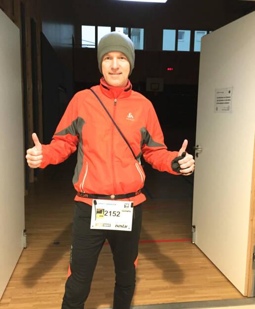 Christian Drastil, Runplugged, mit Runplugged-Startnummerngurt, der Blog zum Lauf http://christian-drastil.com/blog/2014/12/01/trotz_kalte_heiss_beim_modlinger_altstadt_adventlauf  (01.12.2014)