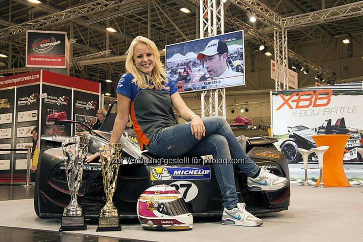 Laura Kraihamer bei der Essen Motor Show mit  KTM X-Bow (Bild: KTM)