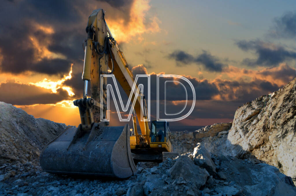 Bagger, Gestein, Abbau, Rohstoffe, neue Erden, Steine, Boden, http://www.shutterstock.com/de/pic-213537619/stock-photo-image-of-a-tracked-excavator-in-a-quarry-with-a-setting-sun-and-light-rays.html, © teilweise www.shutterstock.com (03.12.2014)